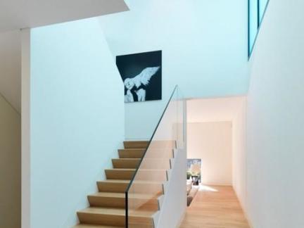 现代时尚简约风格原木色楼梯效果图欣赏