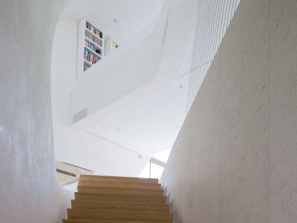 创意设计公寓原木色实木楼梯装修设计
