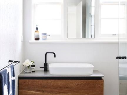 宜家风格卫生间原木色洗手台设计