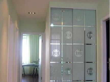 现代四居室厨房玻璃移门装修设计