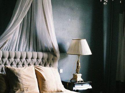 灰色舒适安逸美式风格卧室台灯装修案例
