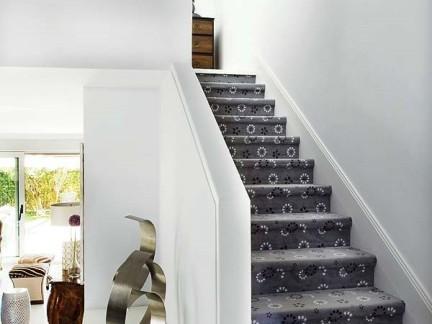 简欧阁楼黑色楼梯的效果图
