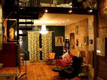 欧式复式客厅原木色地板装修设计