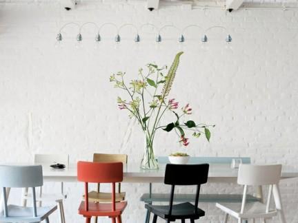 室内简约风格餐厅配白色餐桌装修效果图