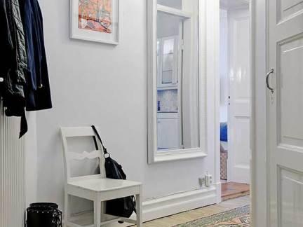 现代简约玄关白色走廊装修实景图
