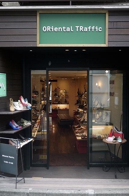 中型鞋店门面装修效果图