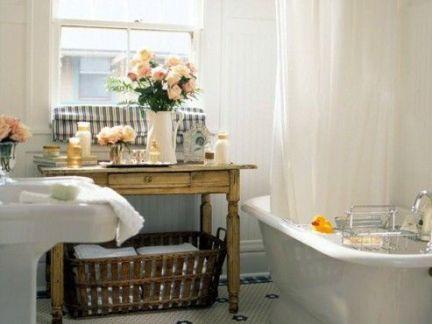 小型卫生间浴缸装修设计