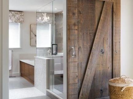 美式公寓淋浴间实木移门装修设计