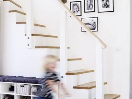 现代简约风格玄关白色楼梯设计效果图