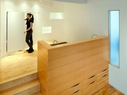 简约跃层卧室原木色榻榻米设计