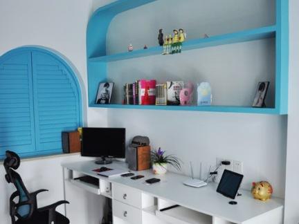 地中海式书房蓝色创意书架效果图