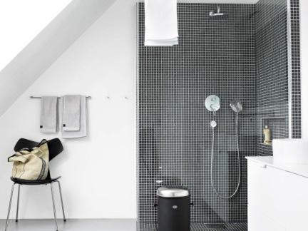 时尚北欧卫生间淋浴间黑色墙面瓷砖图片欣赏