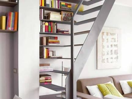 现代简约客厅配灰色楼梯装修效果图