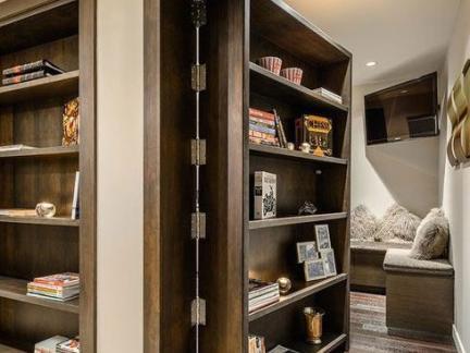 简单中式别墅书房原木色书柜装修设计