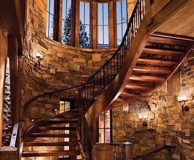比较豪华的黄色欧式客厅跃层楼梯设计图