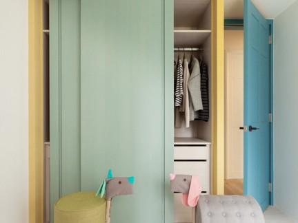 温馨简洁中式风格儿童房绿色衣柜效果图