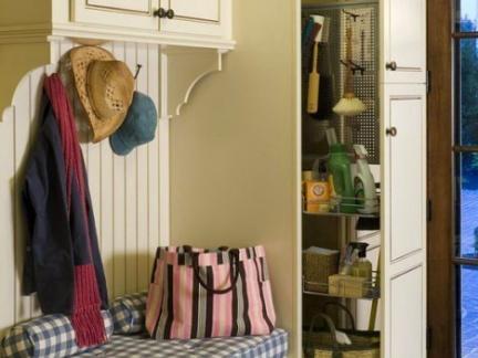 简洁大方简欧风格玄关设计搭配米色鞋柜装修图