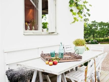 简约小清新风格阳台餐厅配白色餐桌装修效果图