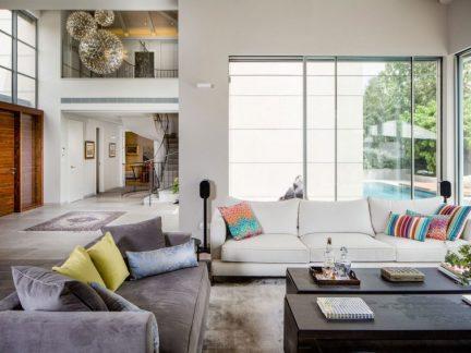 现代风格沉稳大气客厅沙发装修效果图