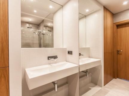 简约风格卫生间洁净白色洗手台效果图
