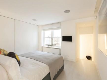 现代简约风格温馨舒适白色卧室实景图