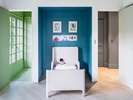 静雅简欧风格儿童房蓝色背景墙设计图