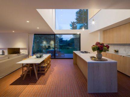 现代风格时尚别墅开放式厨房设计图