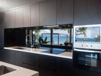 大气沉稳现代风格厨房黑色橱柜效果图