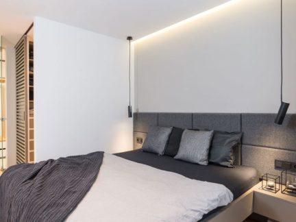 现代风格轻奢灰色系卧室装修实景图