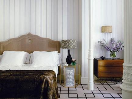 优雅大气简欧风格卧室床头柜装修图片
