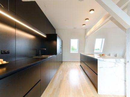 低调精致简约风格厨房黑色橱柜效果图