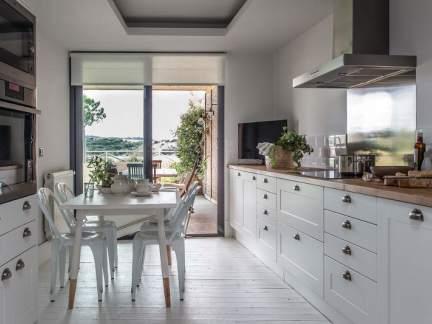 自然雅致北欧风格白色厨房装修实景图