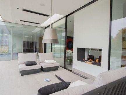 现代风格休闲客厅优雅吊灯装修图片