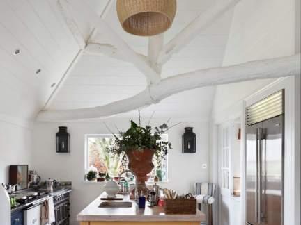 田园风格开放式厨房编织灯具图片欣赏