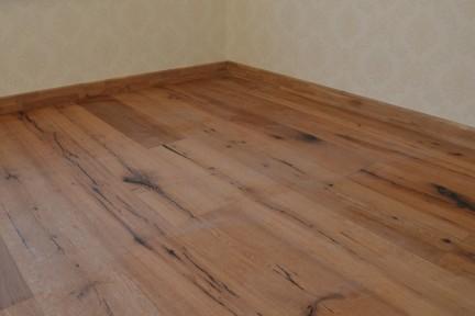 多喜爱 天籁传奇 三层实木复合地板工厂直销 结疤拉丝木蜡油
