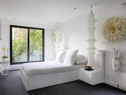 现代风格纯净白色卧室创意灯饰效果图