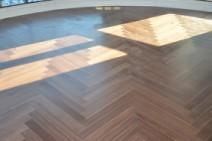 多喜爱 黑胡桃人字拼 三层实木复合地板 橡木图片
