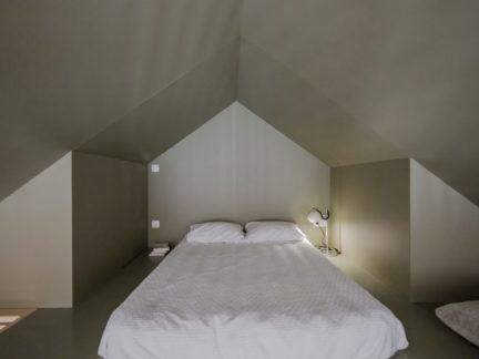 简约风格时尚清爽阁楼卧室效果图
