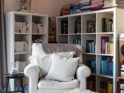 温馨简欧风格阅读角书架装修设计图