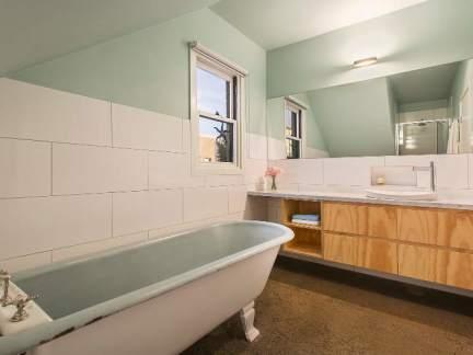 小清新简约风格浅绿色卫生间装修图片