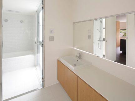 明亮净透简约风格白色卫生间装修图片