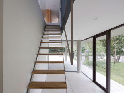 简约风格清新别墅原木色楼梯设计图