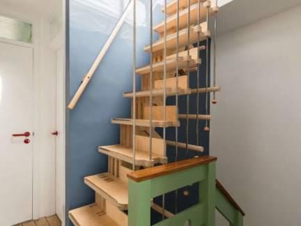 个性文艺简约风格小复式楼梯设计效果图