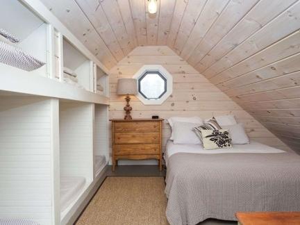 北欧风格温馨原木色阁楼卧室效果图