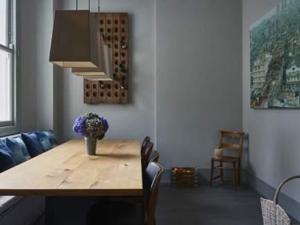 现代风格安宁沉稳餐厅装修实景图