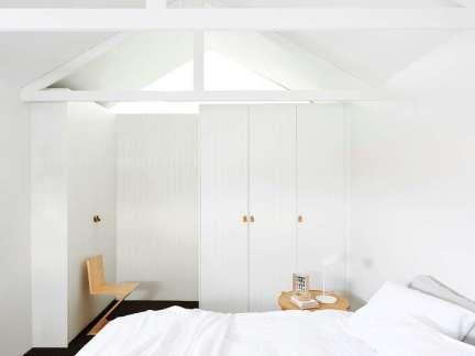 纯净清爽简约风格白色卧室装修实景图