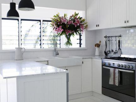 精致纯白简约风格小户型厨房设计图