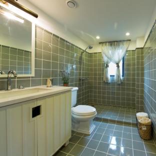 现代美式二居室卫生间装修效果图