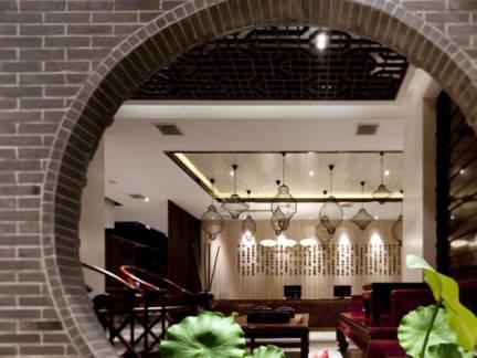棕色中式风格客厅吊顶装修美图