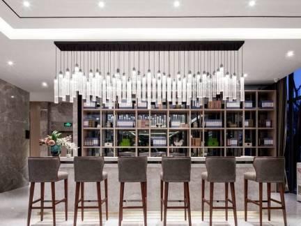 灰色现代风格酒吧酒柜装修设计图